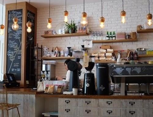 Cafés et restaurants pourraient rouvrir début juin dans les départements restés en « Vert »